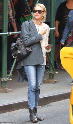 Naomi Watts - street casual
