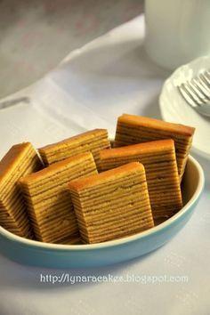 Lapis Legit Ny. Liem ( 1/2 resep ) Bahan: A. 25 butir Kuning Telor 150 gr Gula Halus ( saya : 200 gr) 1/2 sdt vanili b...