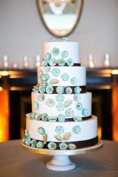 Terrific Wedding Cake! This whole wedding is FILLED with goodies... more pins coming ...