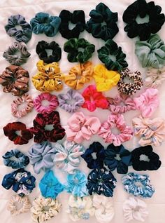 Bescita Velvet Elastic Hair Bands Scrunchies WithFashion Simple Elastic Elastic Hair Scrunchy Hair Bands Ties for Women or Girls Hair Accessories Haircut Diy, Girl Outfits, Trendy Outfits, Vsco Pictures, Fascinator, Hair Ties, Girly Things, How To Make, How To Wear