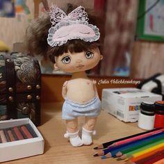 Fabric Dolls, Doll Clothes, Crochet Hats, Mini, Crafts, Tejidos, Feltro, Tela, Rag Dolls