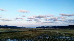 On instagram by photo_zoa #landscape #contratahotel (o) http://ift.tt/1YSxqfH 양양 시골마을 . . . . . . #winter#colors#tree#sky#road#country#trip#travel#cool#산책#sunset#beautiful#자연#풍경#노을#路#산#山#village#양양#강원도#시골#마을#길#구름#nature#국내여행#風景#sea