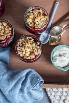 Beeren-Streusel im Glas: Schnelles und leichtes Dessert