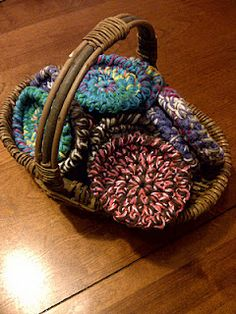 Quick and easy spiral coasters - free crochet pattern