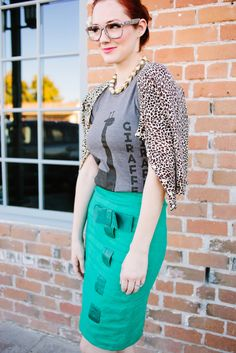 8 Ways to Style a Rock T-Shirt (I'm in love with her glasses !!!)