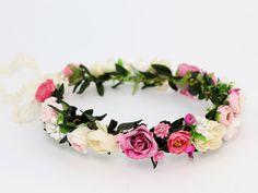 Delikatny, letni wianek ślubny ze sztucznych kwiatów. Idealny dla Panny Młodej :)  Dostępny w sklepie internetowym Madame Allure!