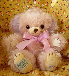 アフタヌーンティ プリンセスチーキー 2002年(135/250)10インチ AfternoonTeaジェネラルストア銀座店オープン記念に作られたコです。 この子はどうしても欲しい子の一人だったので、オークションでお迎えしました! 薄~いピンクに紫の耳、そして冠!お目めも大きくて(黒っぽいアンバーの子) ホントにかわいい子です♪クタクタして(ビーンタイプで)お気に入りです。