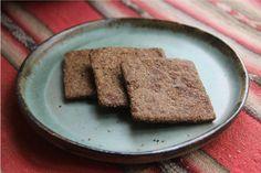 El pan pita de linaza es muy nutritivo y sin gluten. A diferencia de la harina normal, la harina de linaza no sube mucho con la levadura, por lo que queda un pan más denso y plano. Para diferenciarlo de los otros panes, la masa