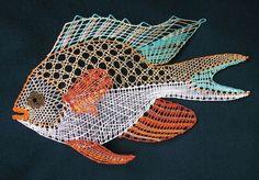Ryba z kalendáře 2009 - fotoalba uživatelů - Dáma. Crochet Fish, Crochet Animals, Romanian Lace, Bobbin Lacemaking, Lace Art, Bobbin Lace Patterns, Sewing Art, Vintage Artwork, Needle Lace