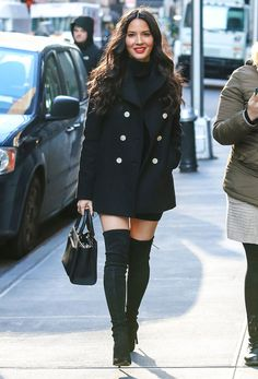 Le look d'Olivia Munn | Over the knee boots | all black