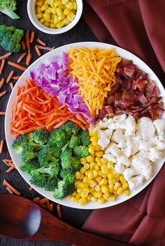 Creamy Broccoli, Cauliflower, Corn, Bacon Salad with Carrots, Red Onions and Cheddar cheese Best Salad Recipes, Summer Salad Recipes, Salad Dressing Recipes, Good Healthy Recipes, Tasty Meals, Salad Dressings, Vegetarian Meals, Easy Vegetable Salad Recipe, Vegetable Dishes