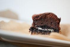Slutty Brownies - dekadenter kann ein Brownie kaum noch werden. Zutaten (für eine 20x26cm Backform) 1. Teig 125g Butter 175g Zucker 1 Prise Salz 1 Ei ...