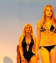 Ta-bou-Plakate sorgen für Empörung: Bikini-Werbung auf Kosten von Jesus | Blick