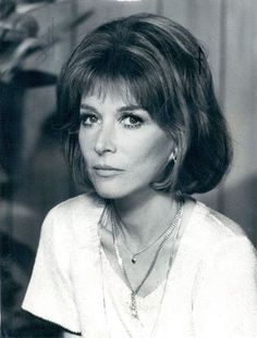 Actress/director Lee Grant turns 88 today - she was born in Shampoo and In The Heat of the Night are just a couple of her credits. Female Actresses, Actors & Actresses, Tv Actors, Hollywood Actresses, Lee Grant, Actor Secundario, Foto Top, Elizabeth Montgomery, Jennifer Connelly