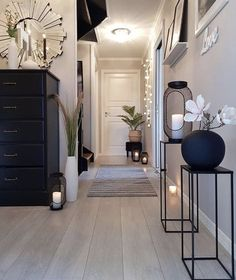 Color choice is very interesting . Decoration: less is more. ☺️ - Home Interior Design Color choice is very interesting . Decoration: less is more. ☺️ - Home Interior Design House Design, New Homes, Bedroom Decor, Interior Design, Hallway Designs, Home Decor, House Interior, Apartment Decor, Home Deco