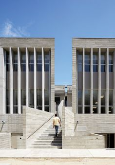 """Barclay & Crousse's Peruvian university building incorporates shaded communal spaces in """"labyrinthine"""" layout"""