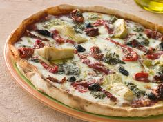 Pizza aux coeurs d'artichauts / Cette pizza est délicieuse lorsque préparée avec des coeurs d'artichauts marinés dans l'huile d'olive, qu'on retrouve dans des pots de verre sous étiquette italienne, dans les épiceries fines.