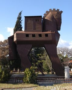 Réplica of the Trojan horse in Troy Turkey, UNESCO, World Heritage, Sites 1998 Rest Of The World, Wonders Of The World, Troy Turkey, Monuments, Ancient Troy, Empire Ottoman, Capadocia, Turkey Travel, Famous Places
