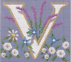 Bordado passo a passo: Monograma gigante com flores em ponto cruz