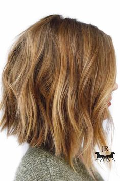 Frisuren Honey Blonde Chopped Angled Bob In the Rocky Mountains of Colorado, a garden that looks lik Inverted Bob Hairstyles, Medium Bob Hairstyles, Hairstyles Haircuts, Choppy Bob Hairstyles Messy Lob, Casual Hairstyles, Layered Hairstyles, Weave Hairstyles, Swing Bob Hairstyles, Neck Length Hairstyles