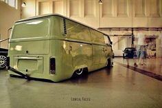 Slammed VW Bus with a stinger Volkswagen Bus Camper, Vw Bus T2, Vw T1, Volkswagen Minibus, Volkswagen Transporter, Combi Wv, Hot Vw, Vanz, Vw Vintage