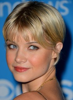 Very Short Hairstyles For Women - Centre-Parted Bob