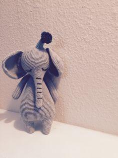 Mr. Elephant Sleepyhead med opskrift fra bogen Little Happy Circus