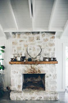 Design Inspiration: The Grove Byron Bay Retreat (Glitter, Inc. Victorian Bathroom Accessories, Rustic Winter Decor, Rustic Decor, Coastal Living Rooms, Living Spaces, Fireplace Design, Beach Fireplace, Cottage Fireplace, Coastal Decor