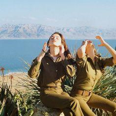 Aus dem Alltag junger israelischer Soldatinnen - VICE