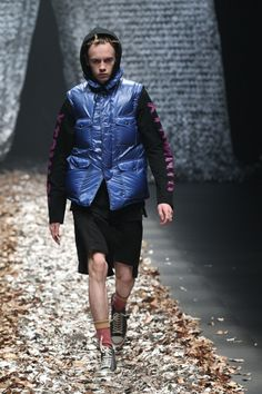 Discovered Tokyo Fall 2017 Fashion Show Collection Tokyo Fashion, Fashion 2017, Mens Fashion, Winter 2017, Fall Winter, Fashion Show Collection, Festival Fashion, Ready To Wear, Winter Jackets