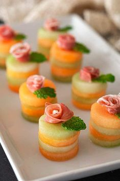 Elegant Appetizers, Italian Appetizers, Yummy Appetizers, Appetizers For Party, One Bite Appetizers, Brunch Appetizers, Easter Appetizers, Prosciutto Melon, Canapes Recipes