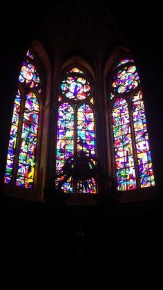 Por dentro da Catedral de Notre Dame de Reims - França.