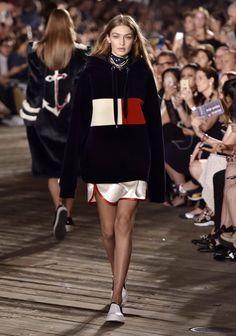 Gigi Hadid models Tommy Hilfiger collaboration as she hits the runway New York Fashion, Runway Fashion, Trendy Fashion, Fashion Models, Fashion Show, Fashion Outfits, Fashion Trends, Fashion Design, Fashion Weeks