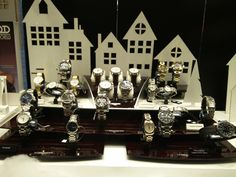 LONGINES Swiss Watches since 1832 – Elegance is an attitude Καταχωρημένη ως το παλαιότερη εμπορικό σήμα στον κόσμο, η LONGINES εξακολουθεί ως σήμερα να ηγείται στην υψηλή κατηγορία της ελβετικής ωρολογοποιίας   Τσαλδάρης στο Χαλάνδρι #watches #longines Watches, Clocks, Clock