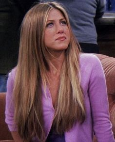 Jennifer Aniston with straight hair back when she was doing Friends. I loved this straight and long hair style she had in that season 😭🙌 Blonde Hair Looks, Brown Blonde Hair, Girls With Blonde Hair, Blonde And Brunette Best Friends, Hair Girls, Blonde Women, 90s Hairstyles, Straight Hairstyles, 90s Haircuts