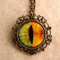 Lena Duchannes Moss Green Gold Eye Antique Bronze Necklace