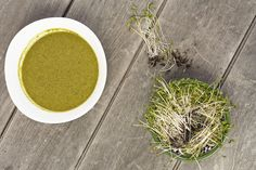 This creamy anti-inflammatory green soup contains a powerhouse of super-vegetables; broccoli, kale, and watercress and tastes delicious Anti Histamine Foods, Watercress Soup, Green Soup, Broccoli Florets, Dinner Options, Fodmap, Kale, How To Dry Basil, Soup Recipes
