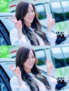 Blackpink Jisoo, Yg Entertainment, K Pop, South Korean Girls, Korean Girl Groups, Black Pink ジス, Rapper, Blackpink Photos, Jennie Blackpink