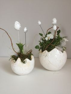 Ceramic Decor, Ceramic Pottery, Pottery Ideas, Create, Spring, Plants, Calla Lilies, Flower Vases, Easter Activities