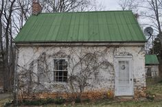 Love the worn green metal roof Irish Cottage, Old Cottage, Cottage Style, Cottage House, White Exterior Houses, Tiny House Exterior, Copper Roof, Metal Roof, Little Dream Home