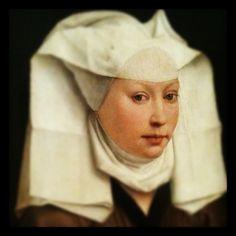 Jan van Eyck - A luminosidade era muito procurada tanto nas artes maiores como no corpo , para a beleza eram necessárias 3 coisas - a proporção, integridade e claritas ou seja a clareza e a luminosidade. Para um rosto claro rapavam-se as sobrancelhas e podia ser aplicado pó branco . Os toucados eram utilizados para dar um ar mais enfatizado ao rosto dando mais luz