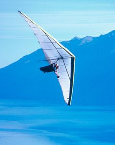 Glide effortlessly with your certified instructor on this exhilarating Tandem Hang Gliding Flight over the landscape of Middletown, NY.