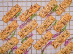 Sýrové tyčinky — Napečeno — Česká televize Cookies, Vegetables, Food, Crack Crackers, Biscuits, Essen, Vegetable Recipes, Meals, Cookie Recipes
