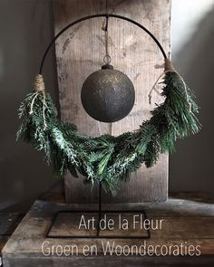 nl – Christmas wreath with bauble on stand – rural living … – 2020 Merry Christmas Christmas Night, Christmas Wreaths, Christmas Crafts, Diy Crafts To Do, Deco Floral, Christmas Inspiration, Xmas Decorations, Merry, Holiday Decor