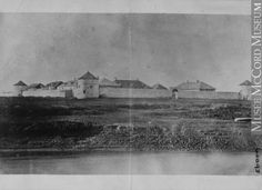 Fort Garry, MB, about 1869, copied for A. Jolly in 1870  Anonyme - Anonymous  About 1869, copied in 1870, 19th century  Silver salts on paper mounted on paper - Albumen process  10 x 13.7 cm