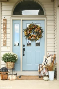 Fall Stoop Decor Fall Front Stoop via House by Hoff Small Front Porches, Farmhouse Front Porches, Front Porch Design, Rustic Farmhouse, Front Stoop Decor, Small Patio, Front Deck, Farmhouse Ideas, Front Doors