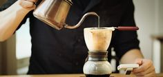 Metode nel drip sebenarnya sudah cukup familiar, terutama bagi penggemar kopi yang selama ini suka nongkrong di warung-warung kopi tradisional. JIKA pernah singgah atau main-main ke kedai kopi lokal Aceh, pasti udah nggak ngerasaasing lagi dengan penampakan manual brewer satu ini. Bentuknya memang…