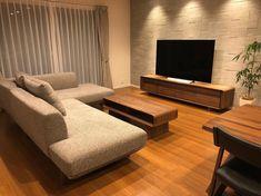 pekoro-homeさんはInstagramを利用しています:「. この綺麗な状態はいつまで続くのでしょう⠒̫⃝⠒̫⃝ . #セキスイハイム#スマートパワーステーション#マイホーム計画中の人と繋がりたい#マイホーム記録#注文住宅 #エコカラット#ヴァルスロック#テレビボード#カリモク#カリモクソファ#観葉植物#観葉植物のある暮らし#パキラ」 Living Room Tv Unit Designs, Living Room Sofa Design, Home Living Room, Living Room Decor, Small House Interior Design, Dream Home Design, Room Interior, Architecture, Decoration