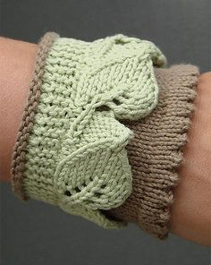 Free Knitting Pattern for Leaf Lace Cuff - This cuff with lace can also be adapted to trim socks, fingerless mitts, etc. Designed by Monique Boonstra