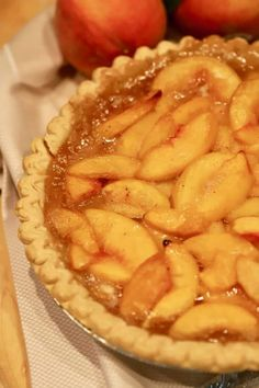 My oh my, Southern-Style Easy Fresh Peach Pie! Full of sun-ripened fresh peaches cooked to perfection in their fragrant juices; this easy fresh peach pie recipe is one you will want to make time and time again. Easy Peach Pie, Fresh Peach Pie, Peach Pie Filling, Easy Peach Dessert, Easy Pie, Easy Desserts, Delicious Desserts, Dessert Recipes, Yummy Food